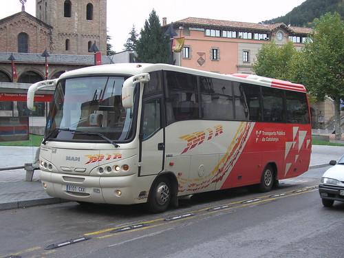 Autocar de l'empresa MIR a Ripoll (Girona)