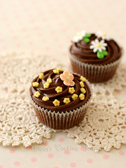 Chocolate Cupcakes (Pig-gy) Tags: cupcakes chocolate ganache fondantflowers doriegreenspans