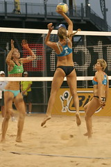 Nicole Sanderson (AUS) (Danny VB) Tags: park canada beach sports sport ball sand quebec plateau montreal playa 2006 player tournament volleyball athletes players milton athlete vb plage parc volley stade avp balle mikasa jarry fivb miltonpark tournois uniprix deplage montreal514 beachvolleyballmontreal