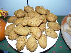 acorn cakelets. (stephiblu) Tags: november autumn party guests fun nj montclair 2008 autumnball autumnball2008 tichenortichenors