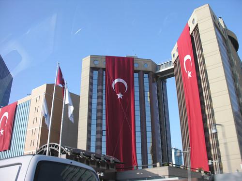 Október 29 és a zászlók