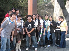 MozTW peers in Taipei Zoo, with a real firefox (red panda) in the background. (BobChao) Tags: moztw taipeizoo mozillataiwan