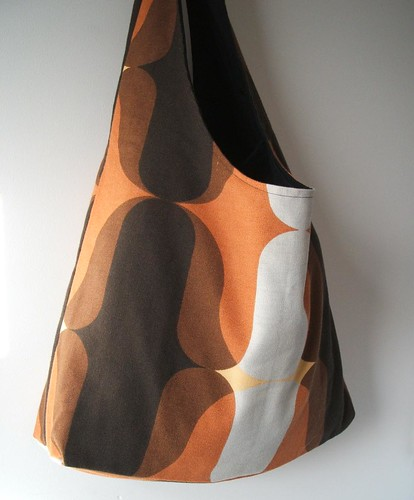 Vintage burnt orange and brown dilly tote