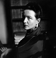 simone-de-beauvoir-1952-elliott-erwitt1