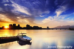 (Sunset in Tamsui River) (joyoyo) Tags: city longexposure sunset bw black reflection water river landscape boat twilight nikon taiwan surface tokina sd card wharf if pro taipei   1224mm  f4 tamsui dx atx  danshui   d90   neutraldensityfilter nd64 t124 tokinaatx124afprodx1224mmf4   nd106 joyoyo tokinat124 bwnd106 bwnd64