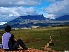 Looking for the objective - Monte Roraima (TLMELO) Tags: trekking hiking venezuela hike climbing backpacking backpack tiago gran monte canaima soe thiago justdoit caminho trilha roraima melo sabana tepui kukenan impossibleisnothing keepwalking tlmelo dotheimpossible