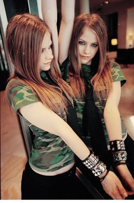 Avril Lavigne by avril_dawn.