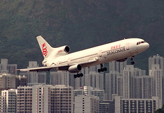 "Lockheed, L1011, VR-HOK, ""Dragonair"", VHHH, Kai Tak, Hong Kong (Daryl Chapman Photography) Tags: plane hongkong amazing aviation landing dragonair arrival ka l1011 kaitak igs kowlooncity vrhok"