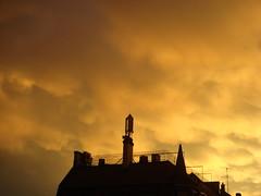 Zrich - Sonnenuntergang an der Rosengartenstrasse (pe_ma) Tags: city light shadow clouds evening wolken zrich abendlicht wipkingen schattenriss mobilfunkantenne
