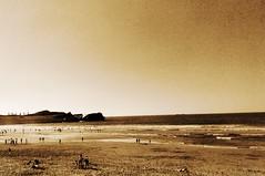 Llega el verano... (primodario) Tags: sol sepia mar surf playa salinas arena verano sombrilla olas calor bronceado cyberprimo primodarío
