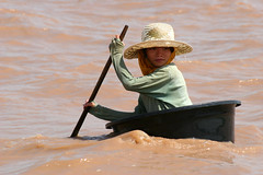 A girl at Tonle Sap lake. (cookiesound) Tags: trip travel summer vacation lake holiday travelling girl childhood kids canon children photography kid reisen asien cambodia kambodscha fotografie child urlaub paddle siemreap canoneos reise tonlesap workingconditions tonlesaplake travelphotography traveldiary travelphotos travellingasia reisefotografie travelshots reisefotos golddragon flickrsfinest reisetagebuch reisebericht travellifestyle cookiesound travellingcambodia nisamaier lifeincambodia ulrikemaier lifesiamriep lifetonlesaplake girlincambodia workingincambodia