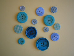 141/365: BUttons (ONE by one) Tags: blue buttons material supplies day141 365days recibido maluciana26