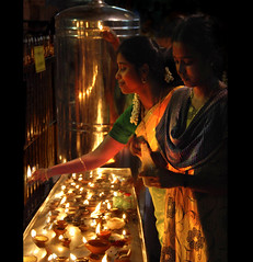 Ghee Candles (Rick Elkins) Tags: light india reflection dark temple lowlight women bravo worship candle candid bull butter nandi shiva sari madurai tamilnadu meenakshitemple ghee firstquality godslight visiongroup vision100 gheecandle rickelkins