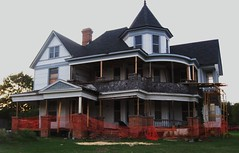victorian house (plumaluna07@sbcglobal.net) Tags:
