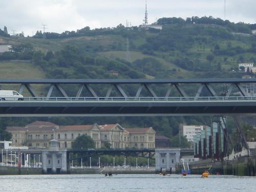 Puente de Euskalduna y la grúa Karola yPuente de Deusto y la Universidad