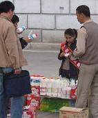 「毒奶粉」事件使得人們對中國的食品安全管理,產方的責任以及消費者的健康意識提出了疑問 (圖片來源:Sam Ose / Olai Skjaervoy)