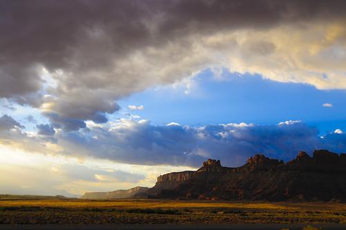 フリー画像| 自然風景| 山の風景| 岩山の風景| 雲の風景| キャニオンランズ国立公園| アメリカ風景|     フリー素材|