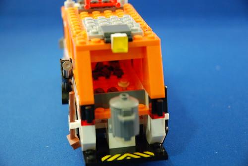 LEGO 7991 垃圾車_07.JPG