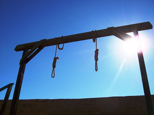 Two hangman´s nooses and gallows behind the courthouse in Tombstone, Arizona - tombstone14x