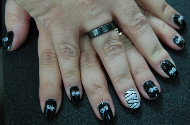 halloween_finger_nails_lori_s_avail_light