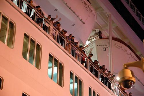 船上的人很HIGH!!