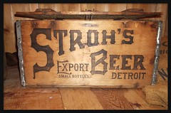 Dossin Great Lakes Museum: Stroh's Beer Case--Detroit MI (pinehurst19475) Tags: city beer museum michigan detroit product crate brand belleisle maritimemuseum dossin strohs puredetroit strohsbeer dossinmuseum advertisingslogan dossingreatlakesmuseum