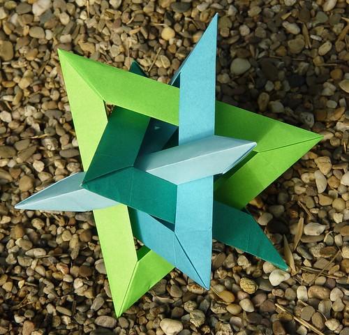 Gasherbrum: 4 Intersecting Triangular Frames von Robert Lang (Tagfalter) Tags: origami modular