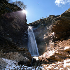 Krumltal waterfall in das Tal der Geier (Bn) Tags: park blue light shadow sky sun snow mountains alps fall ice nature water walking heidi austria golden waterfall spring woods topf50 rocks ray wasserfall eagle hiking wildlife falls adventure evergreen alpine national valley goldenvalley sunburst vulture spar topf100 spruce larvae finest seekers steep birdofprey marmots hohe rauris lariks unspoilt tauern 100faves 50faves krumltal rauristal bartgeier beardedvulture lammergier kruml dastaldergeier taldergeier valleyofvultures schaflegerkopf 2788m thekingsoftheair dalvandegieren