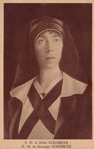 Königin Elisabeth von Belgien in Schwestertracht, Queen of Belgium as nurse