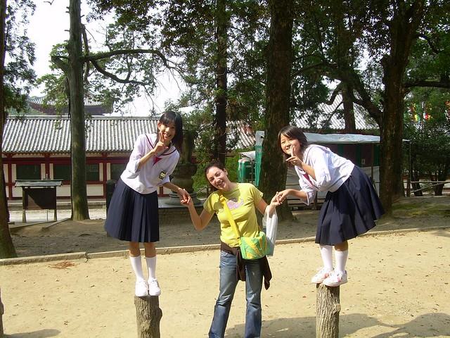 Vero con dos niñas japonesas en Nara