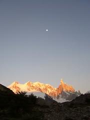 Fitz Roy - trek - aurore - sommets - lune