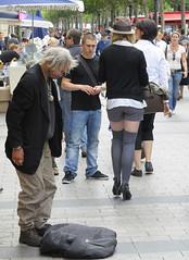 2008 06 14 Champs Elyses (Crismo_eme) Tags: nikon champs elyses rue sdf d300 mendiant afsvrzoomnikkor70200mmf28gifed nikoniste