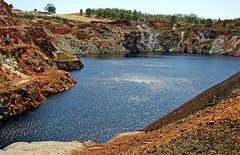 Vermelho ocre e azul profundo (vida de vidro) Tags: portugal alentejo oldmine minasdesdomingos ilustrarportugal absolutelystunningscapes