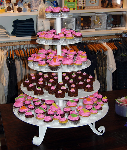 DanielaJayBoutique trunk show cupcake tower