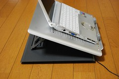 スタンドタイプのノートパソコンクーラー