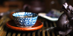 oolong morning (Stacey~) Tags: tea chinese korean teacup porcelain chawan gongfu wuyi yunomi oolong teatable pixiu chataku teabeast teapet bluesandbrowns koreanoolong