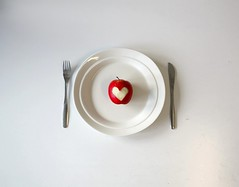 The healthy heart diet (JenniPenni) Tags: red white apple heart knife plate fork simplicity 365 minimalism snowwhite healthyeating whichunfortunatelydoesntseemtobemything jennipenni butjustwaititwillhappenoneday