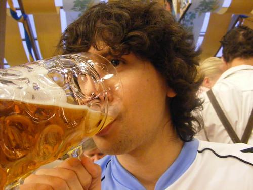 Bebiendo cerveza. Así, tres días
