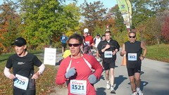 Chris in the race (Longboat Daily Express Editor) Tags: toronto race running run racing 10k longboat jogging mcpeake 10km zoo2008 canadarunningseries
