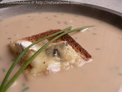 Selleriesuppe mit Roquefort Toasts