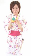 Sara starts kamifusen demo (shiroibasketshoes hopper) Tags: colors beauty japan female ball paper asian model asia pretty feminine balloon blowing blow kimono tradition delightful inflate kamifusen