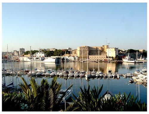 mare barche porto cielo castello brindisi lega... (Photo: Luigi Photo on Flickr)