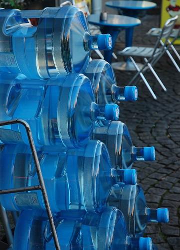 Beholdere med vann