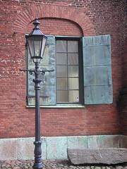 Copper Windows (Joe CWS) Tags: blue green architecture gteborg sweden gothenburg lamppost shutters sverige greenshutters blueshutters