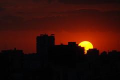 Sol gigante (Martn Papi) Tags: sol atardecer cielo fuego ocaso
