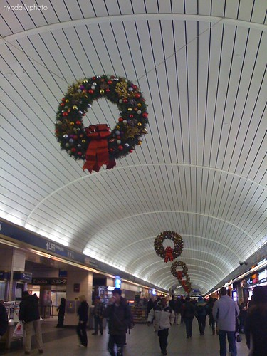 penn station, dressed up for the holidays