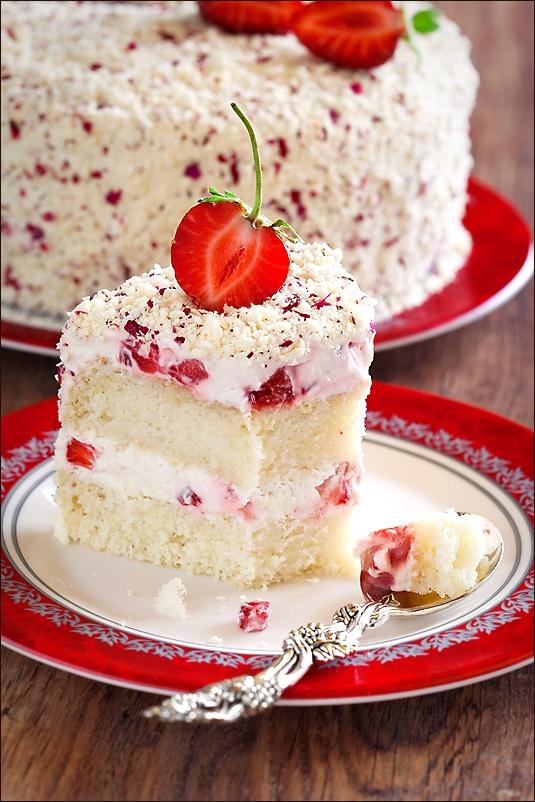 Strawberry, Rose petals and white chocolate cake