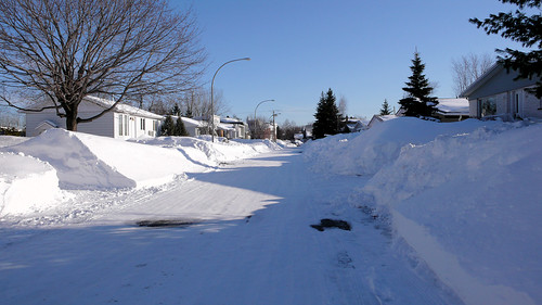 Snowy street in Longueuil (by blork)