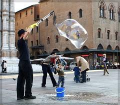 giochi in piazza... (Carlo Pisani) Tags: square boulogne bologna carlo piazza pisani giochi piazzamaggiore carlopisani cpstreet wwwcarlopisanieu wwwcarlopisaniit