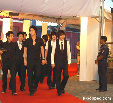 suju arriving on the red carpet
